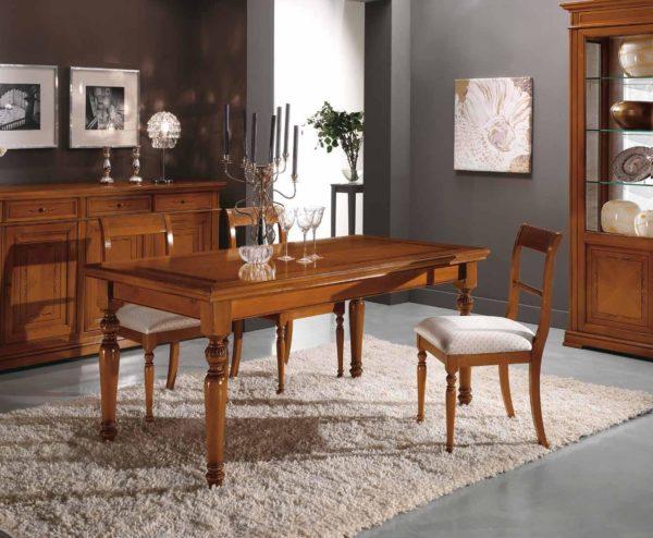 Tavolo rettangolare con filetto sul top e piedi torniti
