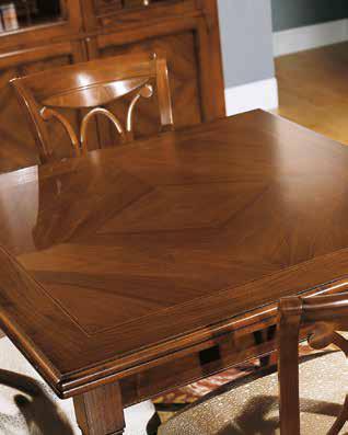 Tavolo quadrato con intarsio a rombi